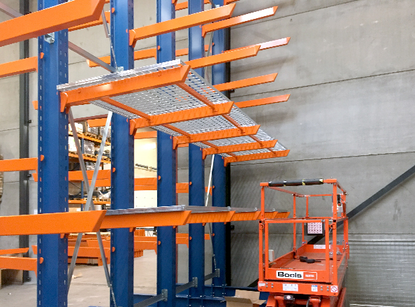 Support bars for heavy cantilever racks
